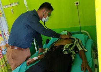 Pelayanan kesehatan gratis melalui program Dokter Terbang kepada warga Bunyu, belum lama ini. Foto: Humas Pemprov Kaltara