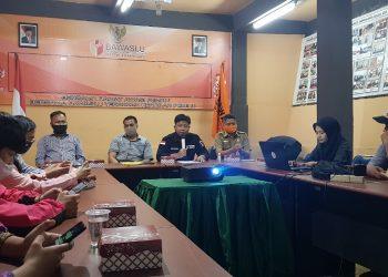 Rapat evaluasi pengawasan tahapan pemutakhiran dan penyusunan data pemilih Pilkada Kaltara 2020 di Kantor Bawaslu Kota Tarakan, Selasa (1/9). Foto : Fokusborneo.com
