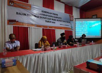 Ketua KPU Tana Tidung Hendra Wahyudhi membuka bintek laporan dana kampanye dalam Pilbup KTT di Kantor KPU Tana Tidung, Senin (21/9). Foto : Istimewa