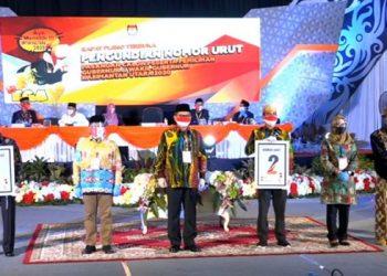 Foto bersama Ketua KPU Kaltara dengan Pasangan Calon Gubernur dan Wakil Gubernur Kaltara. Foto: Istimewa