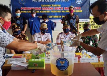 BNNP Kaltara Musnahkan Barang Bukti Narkotika Jenis Sabu-Sabu Yang Dicairkan. Foto: fokusborneo.com