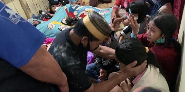 Zainal A Paliwang Berikan Belasungkawa Kepada Keluarga Korban Tanah Longsor. Foto: Istimewa/Relawan