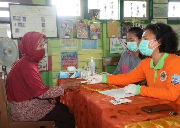 Pelayanan dokter terbang yang dilaksanakan di Kelurahan Tanjung Selor, baru-baru ini. Foto: Humas Pemprov Kaltara
