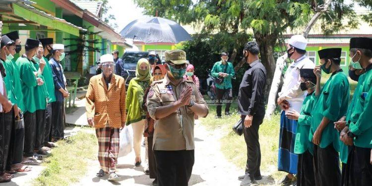 Gubernur Kaltara, Dr H Irianto Lambrie saat mengunjungi Ponpes Mutiara Bangsa, Sebatik, Nunukan, Rabu (9/9) lalu.Foto:Humas Pemprov Kaltara