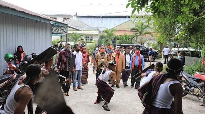 Walikota tarakan khairul menghadiri pelantikan kerukunan keluarga Adonara Kota Tarakan. Foto: Humas Pemkot Tarakan