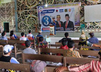 KAMPANYE : Calon wakil gubernur Kaltara nomor urut 3, Dr. Yansen TP, M.Si saat kampanye tatap muka dan dialog bersama warga Desa Pura Sajau, Kecamatan Tanjung Palas Timur. Foto: Tim Media Ziyap