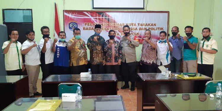 Poto Bersama Asisten Pemerintahan, Kadis Kesbangpol dan Ormas di Tarakan, foto: Kesbangpol untuk fokusborneo.com