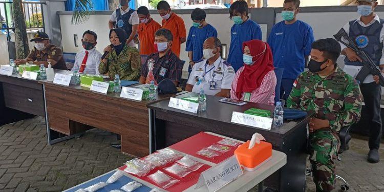 Press Release Pemusnahan Sabu-Sabu Oleh BNNK Tarakan dan BNNP Kaltara. Foto: fokusborneo.com