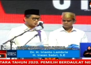 Irianto Lambrie - Irwan Sabri Saat Debat Publik Pertama Pilkada Kaltara. Foto: screnshot live debat.