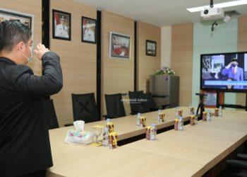 Pjs Gubernur Kaltara Teguh Setyabudi saat mengikuti  Upacara Peringatan Hari Kesaktian Pancasila Tahun 2020 secara virtual. Foto: Humas Pemprov Kaltara