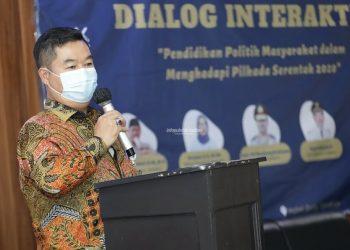 DIALOG : Pjs Gubernur Kaltara, Teguh Setyabudi saat membuka Dialog Interaktif : Pendidikan Politik Masyarakat Dalam Persiapan Pilkada Serentak 2020, Kamis (19/11) sore. Foto : Humas Provinsi Kaltara