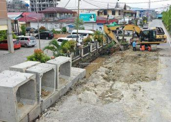 PEMBANGUNAN : Pembenahan drainase di kawasan ibukota Kaltara, Tanjung Selor ini merupakan salah satu kegiatan infrastruktur yang didanai APBD Kaltara. Foto: Humas Provinsi Kaltara