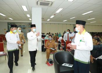 SOSIALISASI : Pjs Gubernur Kaltara, Teguh Setyabudi memberikan sambutan pada Sosialisasi Zakat di Gedung Gadis, Selasa (17/11). Foto : Humas Provinsi Kaltara
