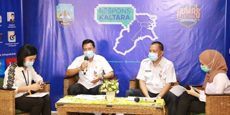RESPONS KALTARA : Kepala Bappeda-Litbang Kaltara, Risdianto bersama Kepala Disperindagkop-UMKM Kaltara Hartono saat menjadi narasumber Respons Kaltara, Rabu (18/11) siang.  Foto: Humas Provinsi Kaltara