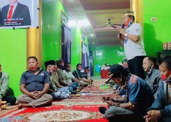 Drs H. Zainal Arifin Paliwang, SH, M.Hum saat menyampaikan programnya di bidang ekonomi di depan warga Bulungan. Foto: Istimewa