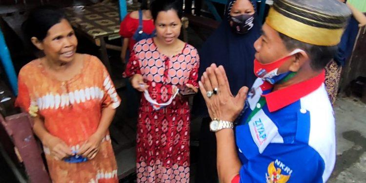 Calon Gubernur (Cagub) Kaltara nomor urut 3, Drs. H. Zainal Arifin Paliwang, S.H., M.Hum menyapa Masyarakat Nunukan secara door to door di Kecamatan Nunukan, dengan berjalan kaki. Foto: Istimewa
