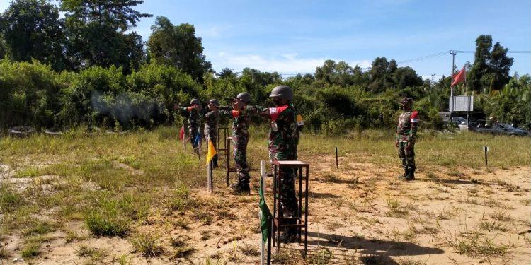 LATBAK JATRI : Prajurit Kodim 0907 Tarakan menggelar latihan menembak senjata ringan di lapangan tembak Lantamal XIII Tarakan. Foto : Penerangan Kodim 0907 Tarakan