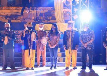Walikota Tarakan Khairul Membuka Acara Gelar Adat Budaya Dumud di Baloy Adat Tidung Tarakan. Foto:IST/Humas Tarakan