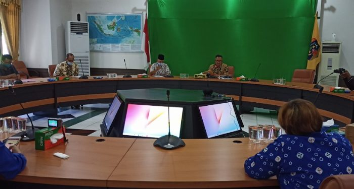 Walikota Tarakan Khairul Press Release UMK Tarakan Tahun 2021. Foto: fokusborneo.com