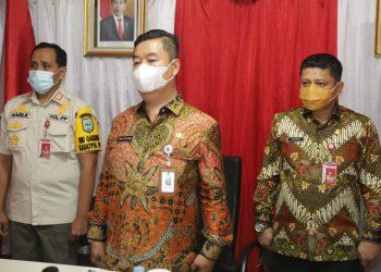 Pjs Guberur Kaltara Teguh Setyabudi saat mengikuti Sosialisasi Peningkatan Kapasitas Aparat Satlinmas. Foto : Humas Provinsi Kaltara