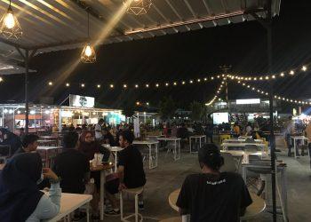 NOBAR DEBAT : Milenial ZIYAP Kaltara gelar nobar live bareng di Food Court Food Tastic di Tarakan, Senin (30/11/2020). Foto: Istimewa