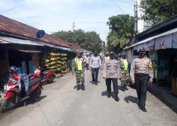 PATROLI : personil gabungan TNI POLRI melaksanakan patroli razia masker dalam rangka operasi yustisi menjelang Natal dan Tahun baru. Foto: Penerangan Kodim 0907 Tarakan