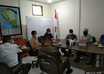 Anggota Komisi III DPRD Provinsi Kaltara melakukan kunjungan kerja ke Kantor Dinas Pekerjan Umum Kota Tarakan untuk menanyakan perkembangan pembangunan jalan ringroad Kota Tarakan, Kamis (21/1). Foto : Istimewa