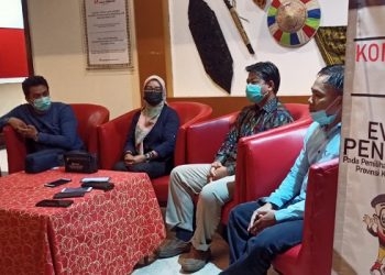 Ketua Bawaslu Kaltara dan Ketua Bawaslu Tarakan Beserta Anggota. Foto: fokus Borneo.com