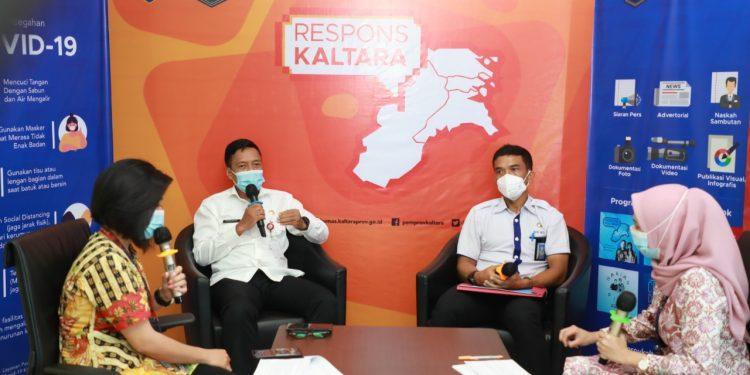 Kepala Bappeda-Litbang Kaltara, Risdianto dan Denny Harianto, Plt Kepala BPKAD Kaltara saat tampil di Respons Kaltara, Rabu (13/1) siang. Foto: Humas Prov Kaltara