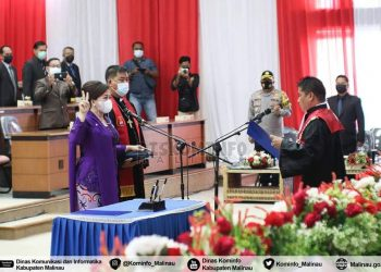 Ny.Ping mengucap sumpah dan janji sebagai Ketua Definitif DPRD Kabupaten Malinau masa jabatan 2019 - 2024. Foto: Diskominfo Kabupaten Malinau