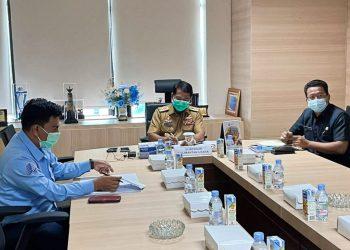 Gubernur Kaltara, Drs. H. Zainal Arifin Paliwang SH M.Hum mengikuti rapat secara virtual bersama sejumlah Menteri. Foto: Ist