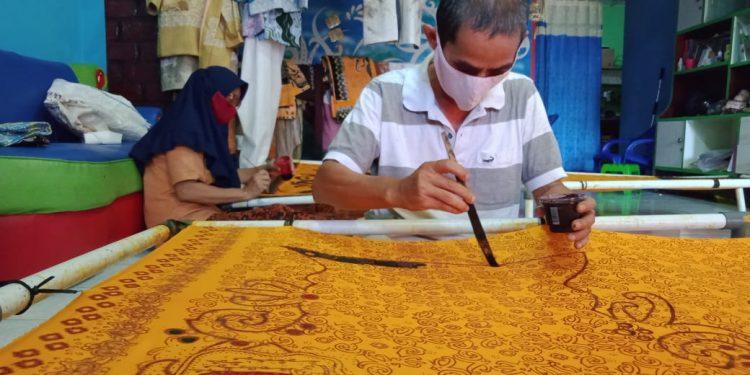 Pengrajin batik Kota Tarakan. Foto: Relasi Media Ziyap