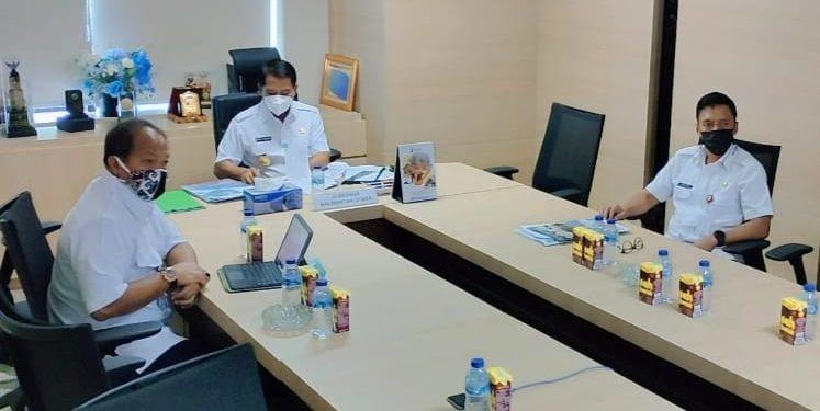 Gubernur Kaltara, Zainal A Paliwang mengikuti rapat zoom meeting dengan Menteri PPN Bappenas.Foto: Johan/Media Relasi Ziyap