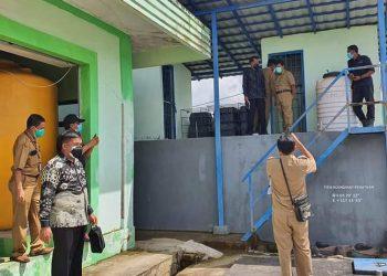 Anggota Komisi 2 DPRD Kota Tarakan meninjau pengolahan limbah di RSUKT yang dikeluhkan warga sekitar, Senin (8/2). Foto : Istimewa