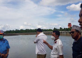 Wakil Ketua Komisi 3 Supa'ad Hadianto saat meninjau pembangunan kanal Bandara Juwata Tarakan beberap waktu lalu. Foto : Fokusborneo.com