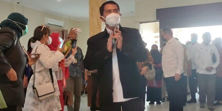 Gubernur Kaltara, Zainal Arifin Paliwang Tiba di Bandara Juwata Tarakan. Foto: ist