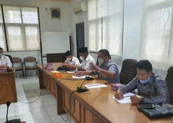 Ketua Komisi II DPRD Kota Tarakan Sofyan Udin Hianggio pimpin rapat dengar pendapat persiapan PTM dengan Dinas Pendidikan dan Dinas Kesehatan Kota Tarakan, Rabu (31/3). Foto : Istimewa