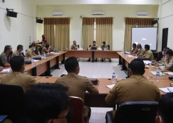 Bupati Kabupaten Tana Tidung, Ibrahim Ali memimpin rapat koordinasi rapat OPD di ruang rapat wakil Bupati Tana Tidung. Foto: Pemerintah Kabupaten Tana Tidung