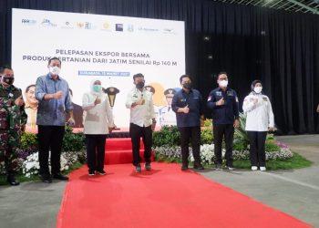 Wakil Ketua Komite II DPD RI Hasan Basri menghadiri pelepasan ekspor bersama produk pertanian dari Jawa Timur ke 27 negara, Jumat (12/3). Foto : Istimewa