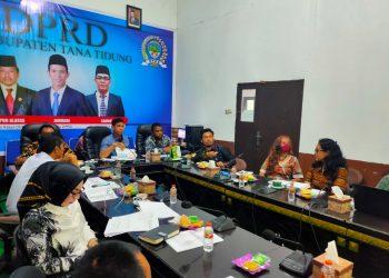 DPRD Kabupaten Tana Tidung melakukan pertemuan dengan tim koordinasi penata ruang daerah (TKPRD) dalam rangka pembahasan revisi rencana tata ruang wilayah Kabupaten Tana Tidung. Foto: Ist