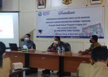 Dosen Fakultas Hukum UBT, Dr. M. Ilham Agang, S.H., M.H. saat memberikan sosialisasi kerjasama pendidikan fakultas hukum kepada ASN di Kabupaten  Tana Tidung.
