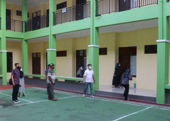 Bupati Tana Tidung Ibrahim Ali meninjau asrama mahasiswa KTT di Samarinda, Foto : Istimewa
