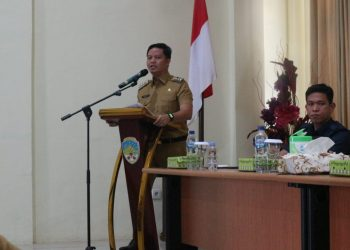 Bupati Kabupaten Tana Tidung, Ibrahim Ali memberi arahan saat rapat koordinasi percepatan pembangunan desa di lingkungan Kabupaten Tana Tidung.Foto:Ist