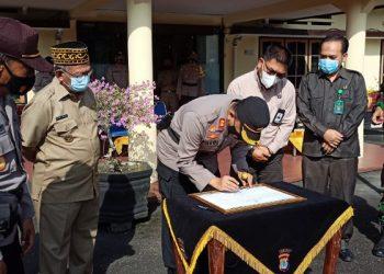 Kapolres Tarakan Menandatangi Pakta Integritas Menuju Zona Integritas WBK dan WBBM. Foto: fokusborneo.com