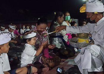 Puluhan Umat Hindu di Kota Tarakan Melaksanakan Sembahyang Nyepi di Pura Agung Guru Jagat Nata. Foto: fokusborneo.com
