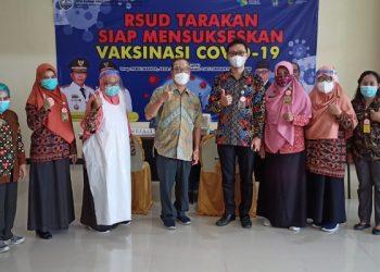 Poto Bersama: Tim Vaksinator Covid-19 RSUD Tarakan Siap Mensukseskan Vaksinasi Covid-19. Foto: fokusborneo.com