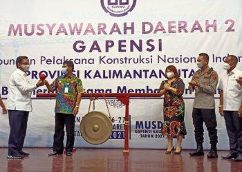 Gubernur Kaltara Zainal Arifin Paliwang Membuka Musda ke-2 Gapensi Kaltara. Foto: fokusborneo.com