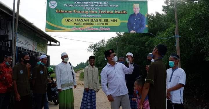 Wakil Ketua Komite II DPD RI Hasan Basri saat berkunjung ke yayasan Bina Al Karima di Kota Tarakan, Kamis (22/4). Foto : Istimewa