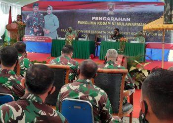 Pangdam VI Mulawarman, Mayjen TNI Heri Wiranto saat memberikan pengarahan kepada seluruh personil dan Persit Kodim 0909/Sangatta.Foto: Pen.091/ASN