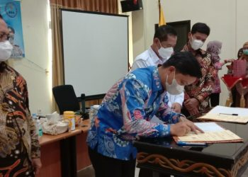 Bupati Kabupaten Tana Tidung, Ibrahim Ali menandatangani MOU perjanjian kerjasama dengan BNN Provinsi Kaltara